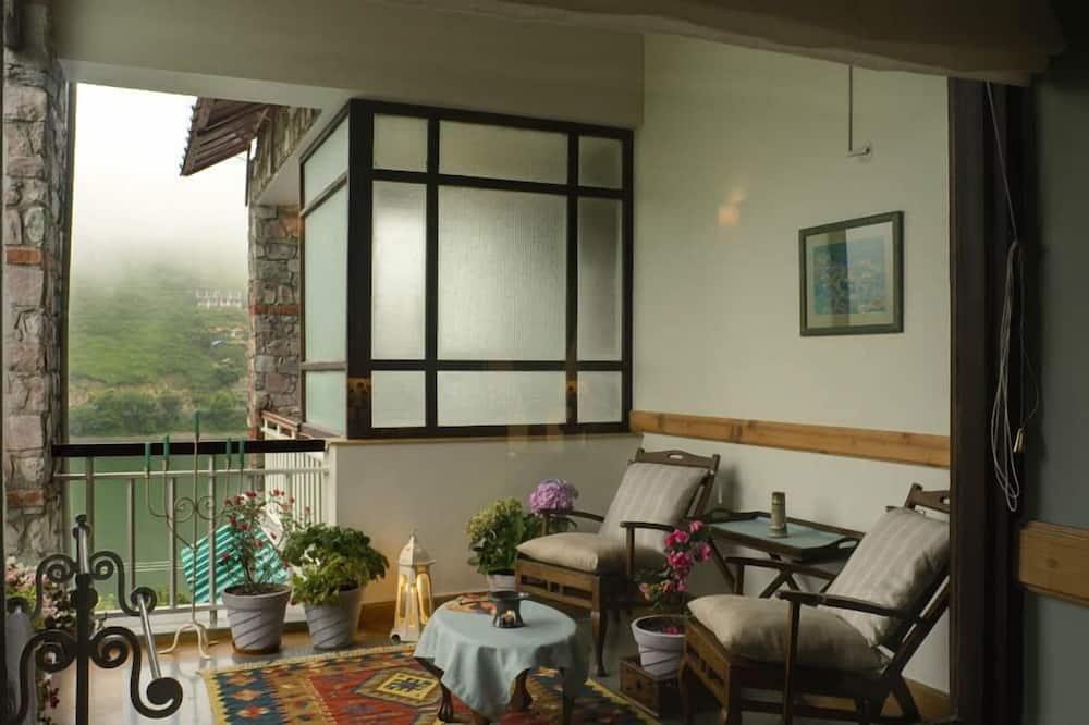 Luxury Oda, 1 Çift Kişilik Yatak, Sigara İçilmez, Göl Manzaralı - Oturma Alanı