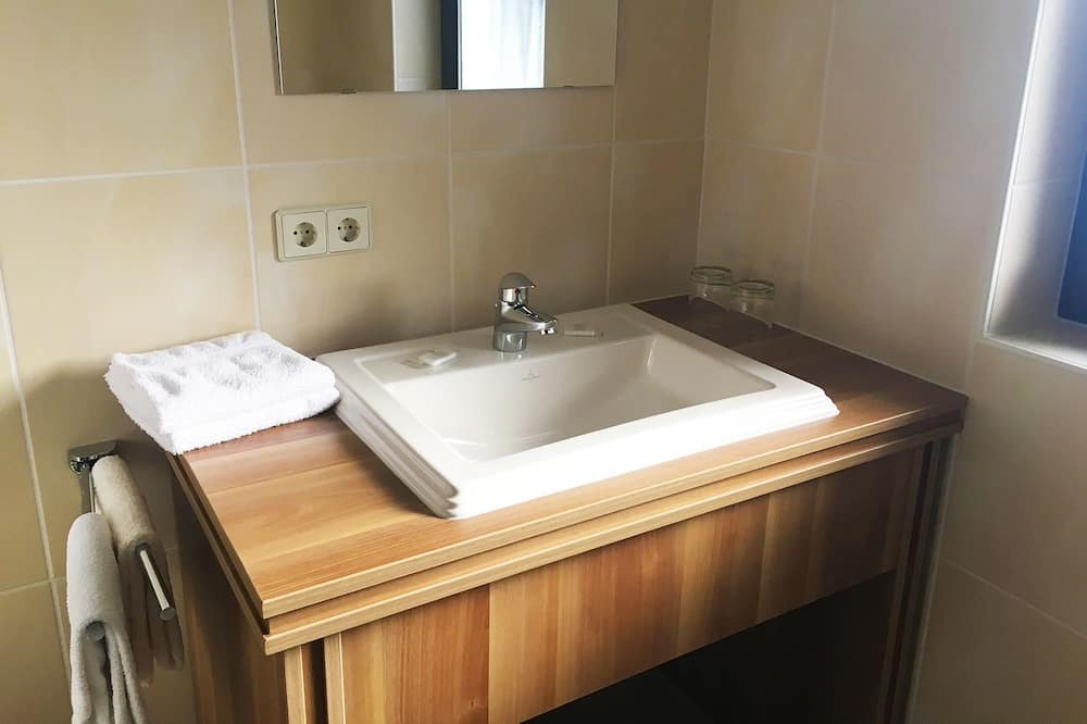 Quarto Duplo Deluxe, Varanda - Casa de banho