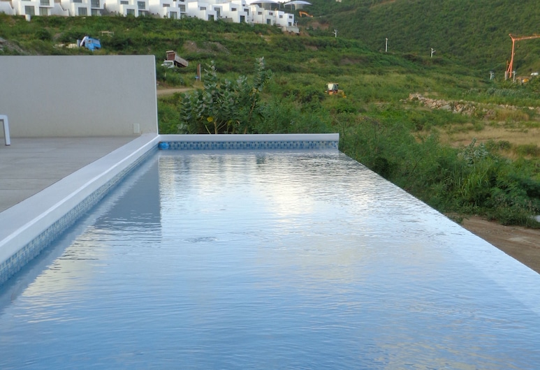 Amaya, Cole Bay, สระว่ายน้ำ