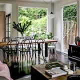 3 Bedroom Luxury House - Living Area