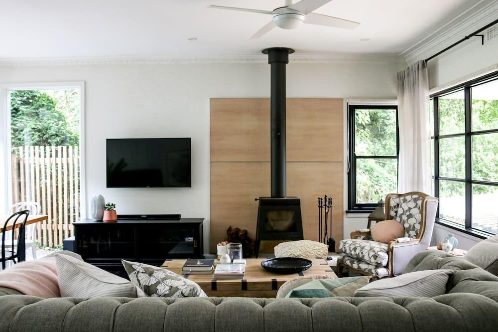 3 Bedroom Luxury House - Living Room