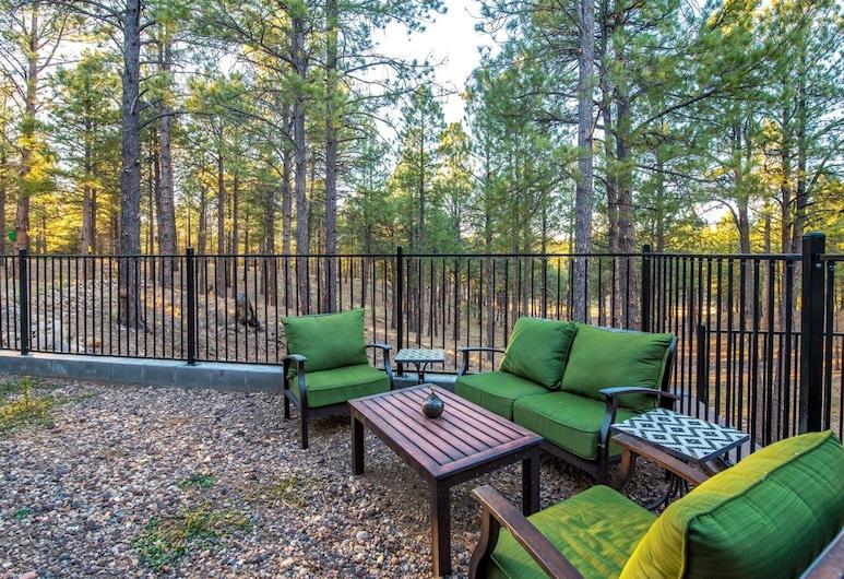 Pine Mountain Ridge, Flagstaff, Property Grounds