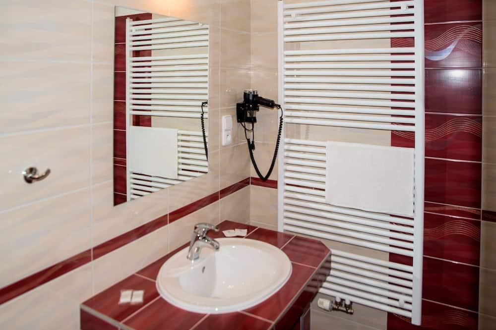 Family Room, Garden View (5 beds) - Bathroom