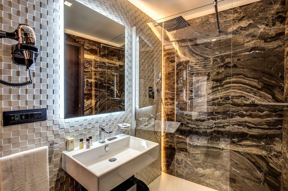 Liukso klasės trivietis kambarys, vaizdas į miestą - Vonios kambarys