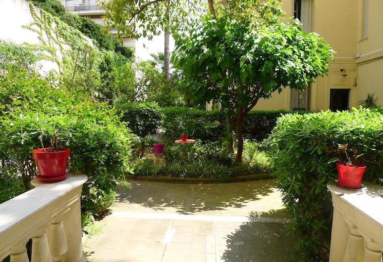 Jardin Promenade AP4128, Nice, Bairro em que se situa o estabelecimento