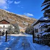 Elbrus HiLoft Hostel