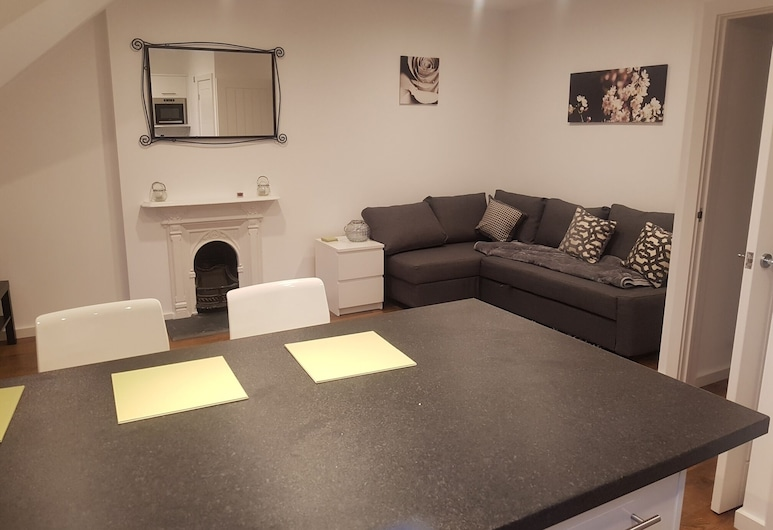 Oakfield Street Apartments by Cardiff Holiday Homes, Cardiff