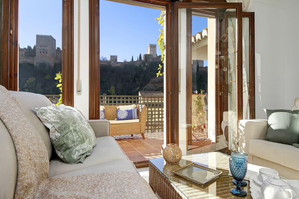 Apartmán s panoramatickým výhľadom, 3 spálne, terasa, výhľad na mesto - Obývačka