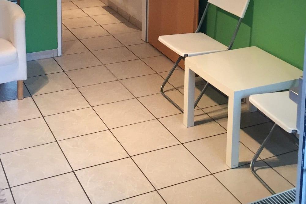 Eenvoudig appartement (incl. 50€ Cleaning Fee) - Woonruimte