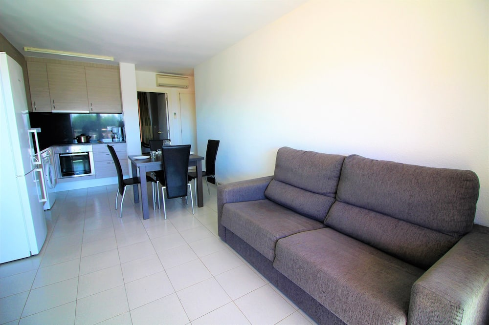 Apartment, 1 Bedroom, Marina View - Living Room