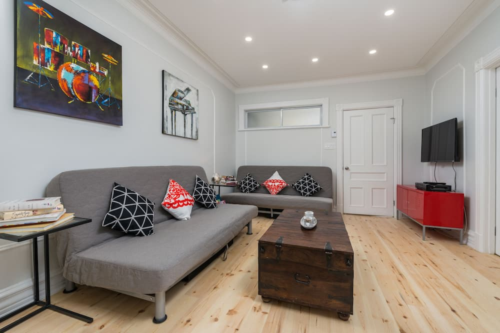 City House, 4 Bedrooms, Non Smoking - Living Room