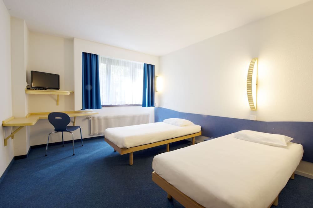 Double Room, Multiple Beds - Guest Room