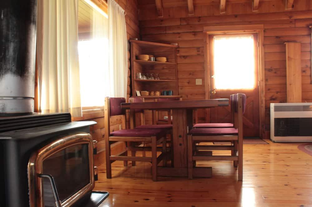 Домик, Несколько кроватей, для людей с ограниченными возможностями, вид на горы - Обед в номере