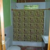 Ühiselamu, ühine magamisruum, ühiskasutatav vannituba (2 Bunk Beds, 4 People) - Vannituba