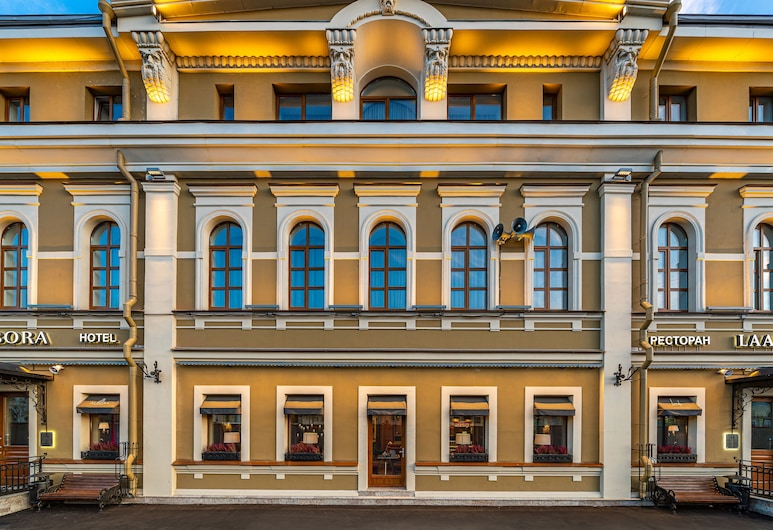Albora, Petrohrad