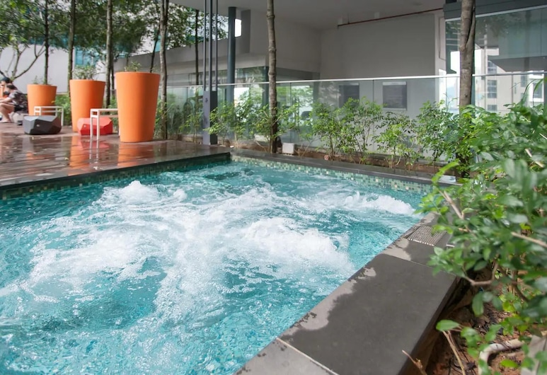 Summer Suites KLCC by Stayshare Homes , Kuala Lumpur, Outdoor Spa Tub