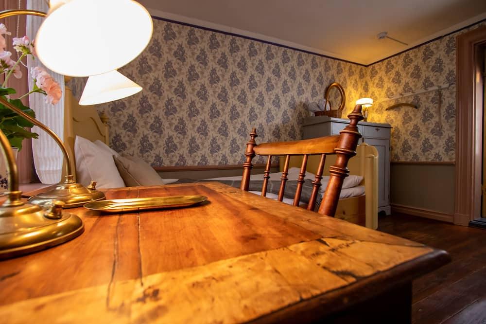 Camera Classic con 2 letti singoli, bagno condiviso, al piano terra - Pasti in camera