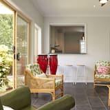 Superior Condo, 4 Bedrooms - Living Area