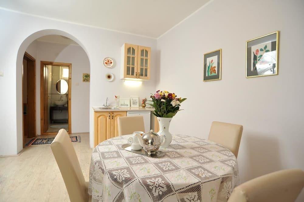 Appartamento, 1 camera da letto, balcone (Dragana) - Pasti in camera