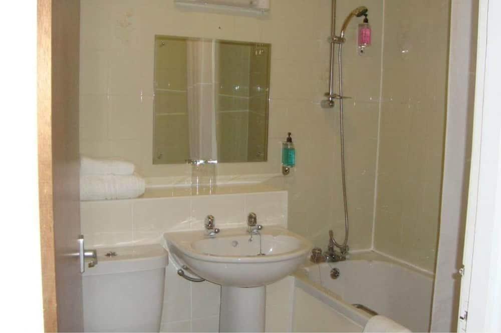 Standard Twin Room, 2 Twin Beds, Non Smoking - Bathroom