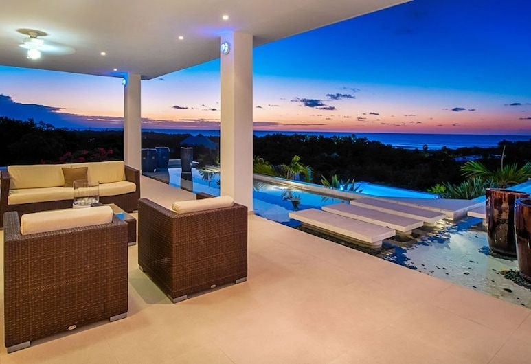 Villa Grand Bleu, Les Terres Basses