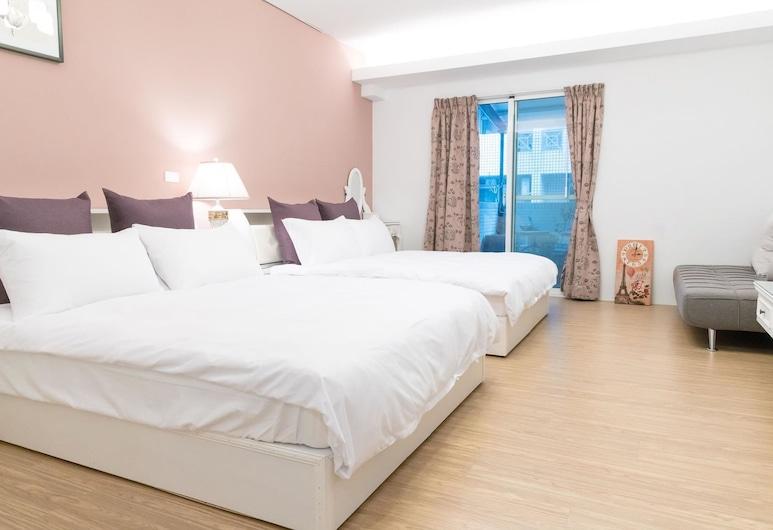 Meet travelers Guest House, Tainan, Standard Quadruple Room, Guest Room