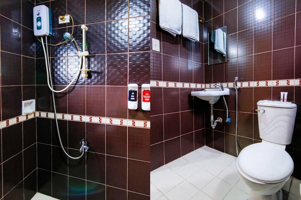 Triple Room, Multiple Beds, Non Smoking - Bathroom