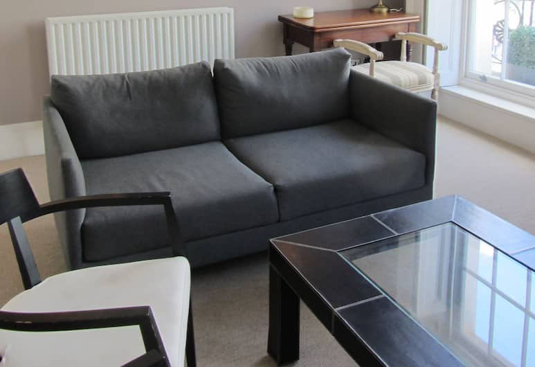Elisabeth Street, London, Exclusive Apartment, 2 Bedrooms, Non Smoking, Living Area