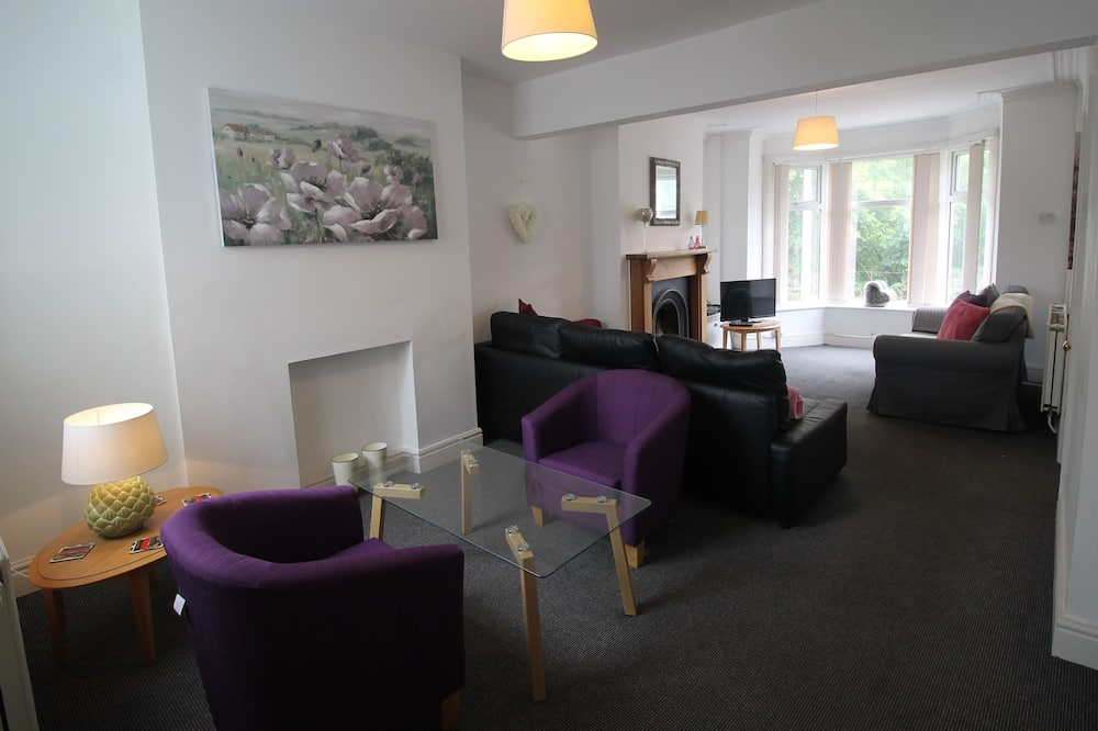 Gelynis 3 Bedroom House by Cardiff Holiday Homes