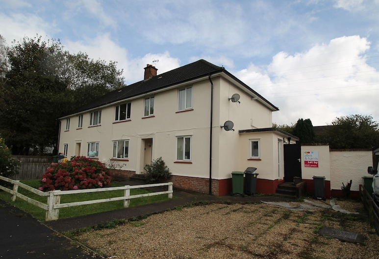 Green Meadow 2 Bed Apartment by Cardiff Holiday Homes, Cardiff