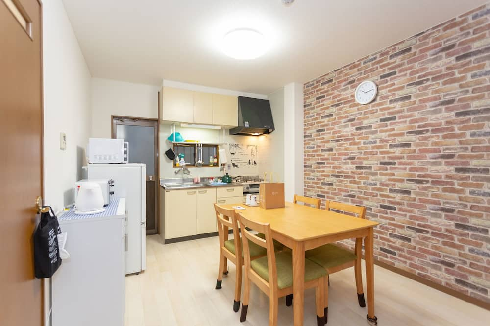 Japanese Style Triple Room with Kitchen  - In-Room Dining