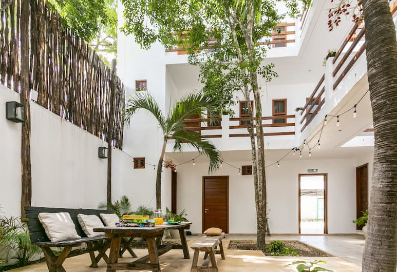 Standard Rooms by GuruHotel, Tulum, Cour