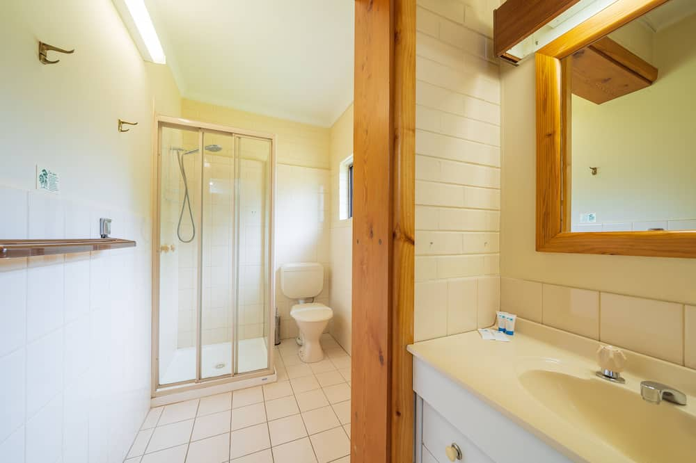 Standard Double or Twin Room, Accessible, Garden View - Bathroom