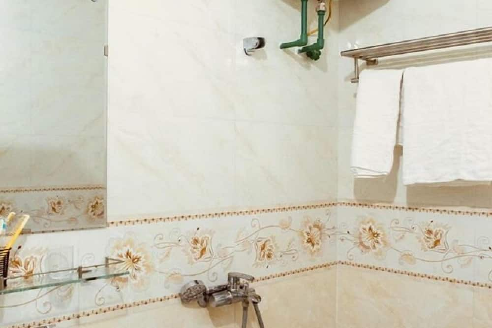 Quadruple Room, 2 Bedrooms - Bathroom