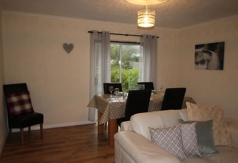 Heol Booker 4 Bedroom House by Cardiff Holiday Homes, Cardiff