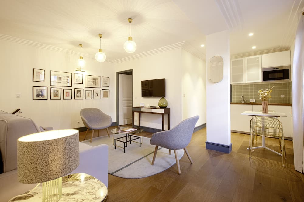 Junior Suite, Courtyard View - Living Room