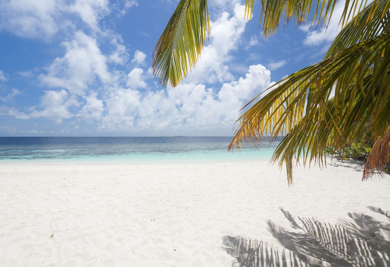 Sandies Bathala, Bathala Island, Beach