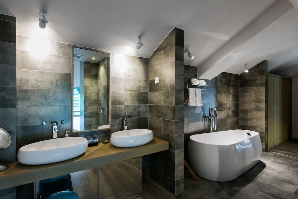 Classic Suite, Balcony(Chinese Domestic Guest Only) - Bathroom