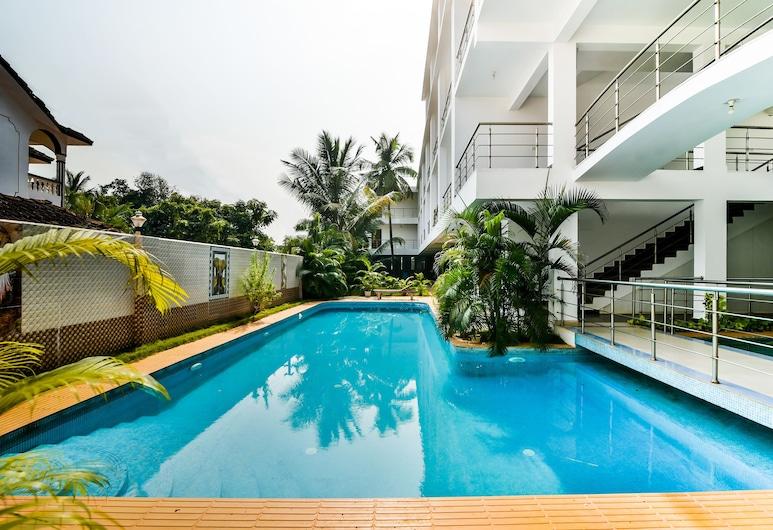 OYO 1306 康塞桑達格蘭德酒店, Morjim, 室外泳池