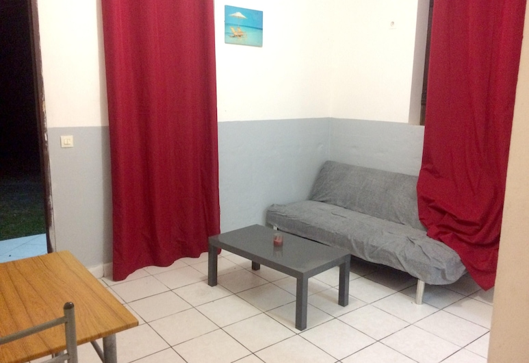Apartment With one Bedroom in Le Gosier, With Enclosed Garden and Wifi - 5 km From the Beach, Le Gosier