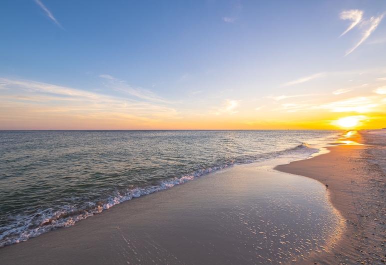 Crystal Tower Luxury Condos by Hosteeva, Gulf Shores, Beach