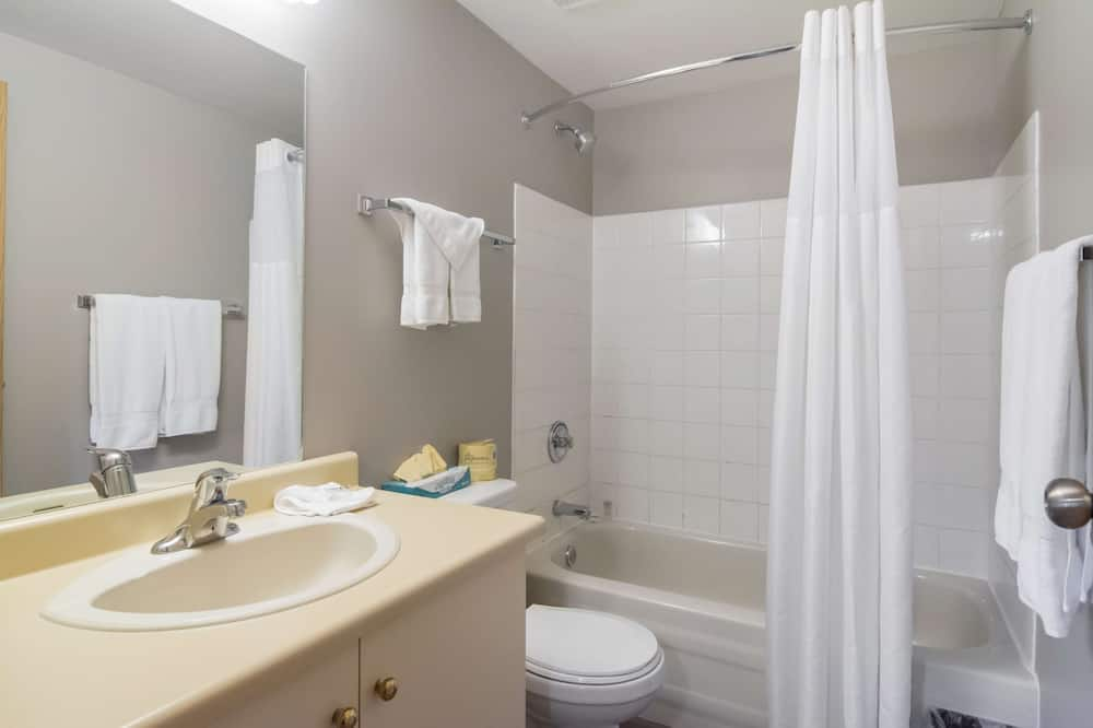 Deluxe Suite, 2 Queen Beds, Accessible, Non Smoking - Bathroom