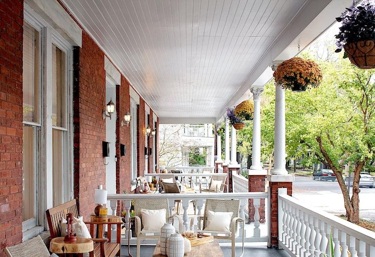 Newly Renovated Historic District Apt, סוואנה, דירה, 2 חדרי שינה, ללא עישון, מרפסת