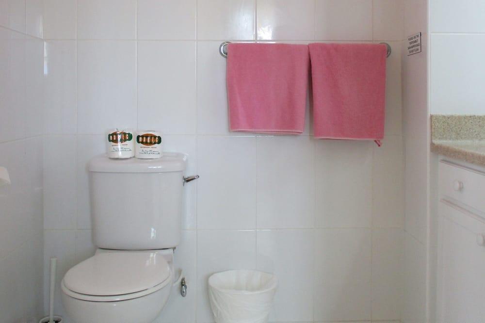Premium Room, 2 Double Beds, Private Bathroom, Partial Sea View - Bathroom