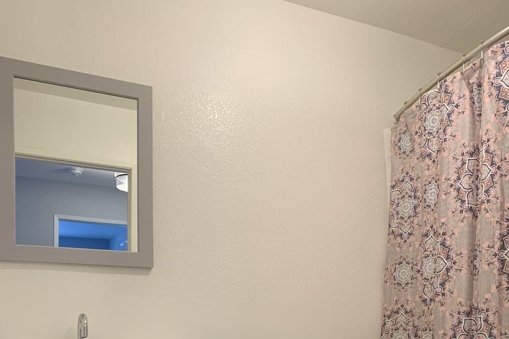 Luxury Double Room, 2 Double Beds - Bathroom