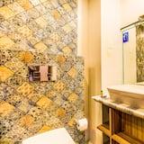 Premium Oda, 1 Büyük (Queen) Boy Yatak, Sigara İçilmez - Banyo