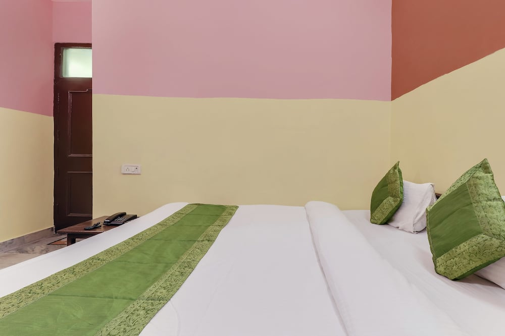 Basic Room, 1 Queen Bed, Non Smoking - Guest Room
