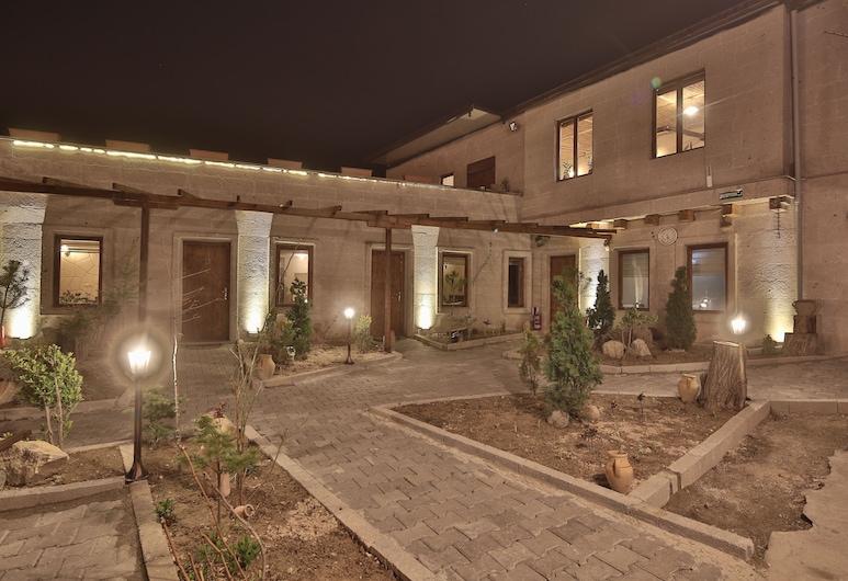 Days Inn Cappadocia, Nevsehir, Hotel Front – Evening/Night