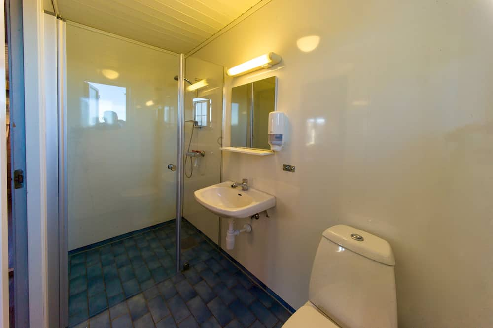 Economy Cabin, Multiple Beds, Private Bathroom, Non Smoking - Baño