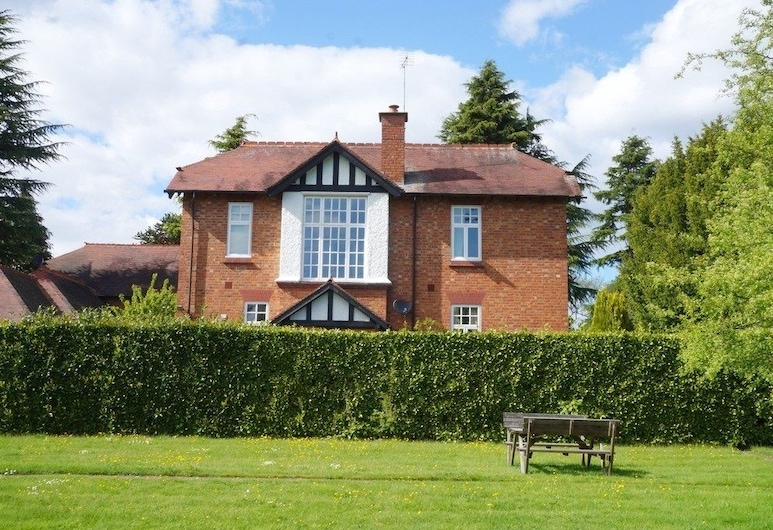 Catherines Court, Solihull, Property Grounds